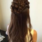 結婚式およばれヘア。ハーフアップですが編み込みでつくったお花がアクセントになってかわいいですよ(*^_^*)